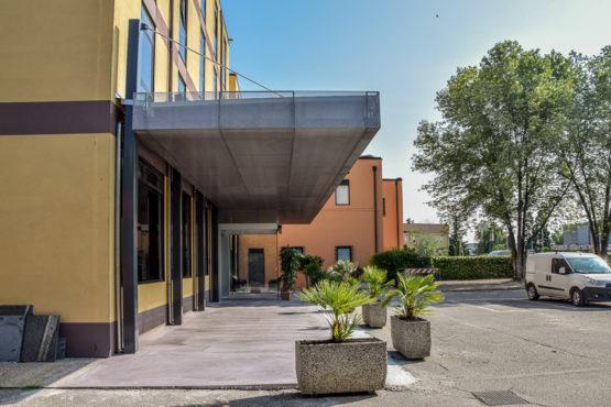 pensilina-hotel-la-rocca-acciaio-inox
